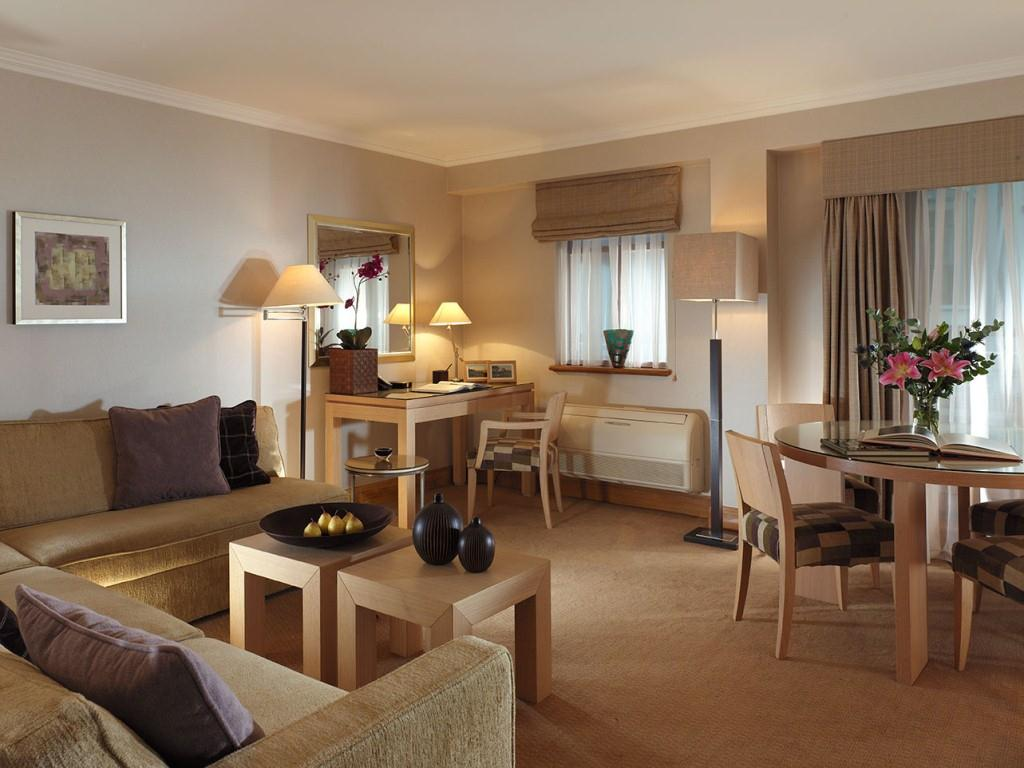 Cheval knightsbridge london serviced apartments mondestay worldwide for Two bedroom apartment in london